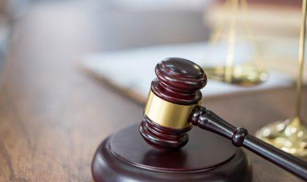 Mujer de Yucaipa se declara culpable de robo de guitarras en Irvine - NBC los Ángeles