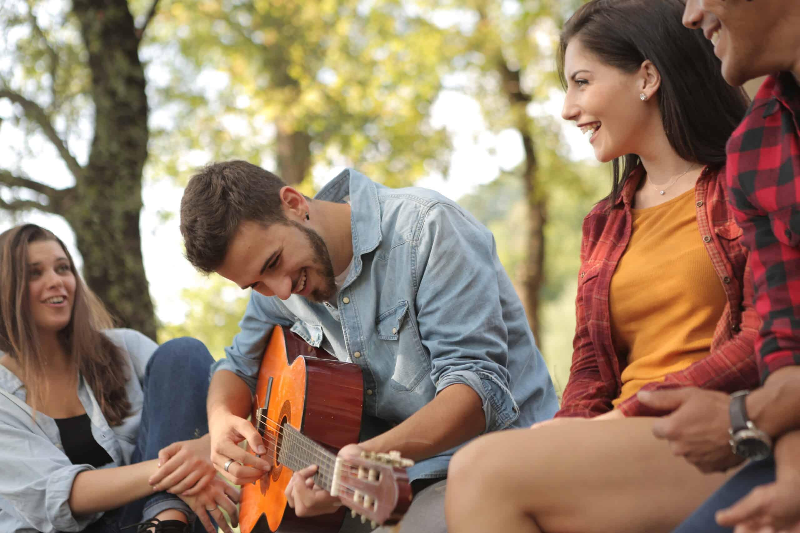 20 canciones para animar una fiesta con la guitarra
