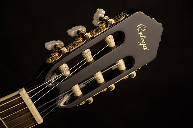 cómo afinar una guitarra española