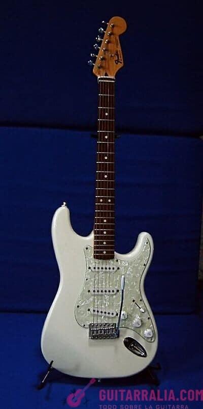 ¿Cómo afinar una guitarra eléctrica? en Puentes Fijos y Floyd Rose