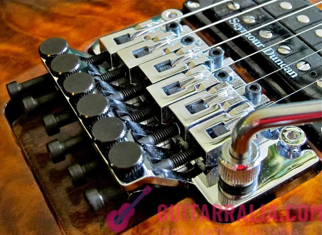 ¿Cómo cambiar las cuerdas de una guitarra eléctrica correctamente?